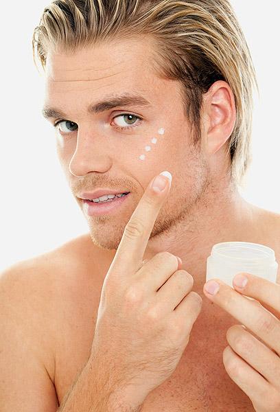 השימוש בחומרים הוא על פי הוראות רופא עור (צילום: shutterstock ) (צילום: shutterstock )
