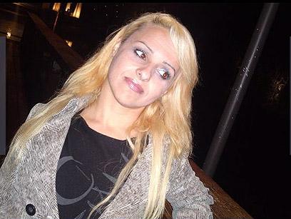 הנרצחת, אולגה סורינובה. פרחים ומכתב פרידה, לצד הגופה ()