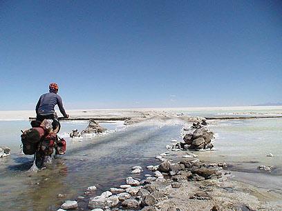חוויתי נופים מדהימים. ג'ינג'י במדבר הסאלאר, בוליביה (צילומים: רועי סדן) (צילום: רועי סדן ) (צילום: רועי סדן )