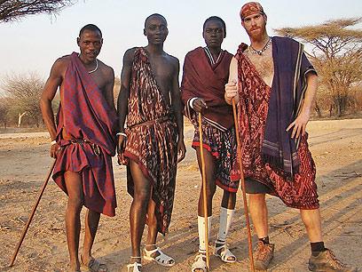 כל אחד והחוויה שלה. רועי סדן בטנזניה (צילום: רועי סדן ) (צילום: רועי סדן )