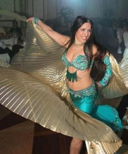 """""""לא הפסיקה לרקוד, ללמד, להרקיד ולשמח גם לאחר הטיפולים"""". רקדנית הבטן סיגי"""