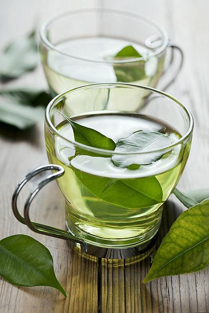 תה ירוק. ארבע כוסות ביום (צילום: shutterstock) (צילום: shutterstock)