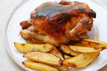עוף בסילאן עם תפוחי אדמה (צילום: מיכל וקסמן) (צילום: מיכל וקסמן)