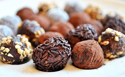 סבתא הייתה מכינה אותם בגודל של כדור טניס. כדורי השוקולד של דגנית (צילום: בן יגבס)