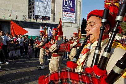 Palestinians celebrating UN bid in Bethlehem (Photo: Reuters)