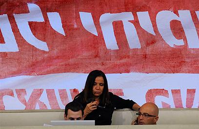יחימוביץ' מודאגת, לפני הניצחון הגדול (צילום: ירון ברנר) (צילום: ירון ברנר)
