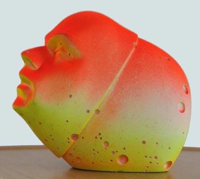 """ללא כותרת, אורי קצנשטיין. גבס, שרפים, צבע. מתוך התערוכה """"לחם ושושנים 5"""", 2010 (צילום: אורי קטזן)"""