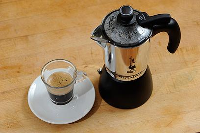 בארוחת הבוקר הפשוטה אל תשכחו את הקפה (צילום: דודו אזולאי) (צילום: דודו אזולאי)