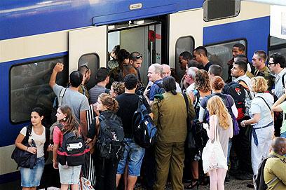 בינתיים, הנוסעים סובלים משיבושים  (צילום: ירון ברנר)