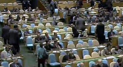 השגרירים נוטשים בנאום אחמדינג'אד. הארגנטיני נותר בכיסאו (צילום: רויטרס) (צילום: רויטרס)