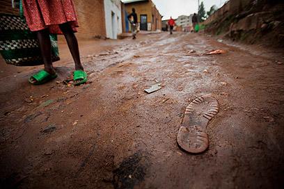 בדומה למצב ב-1994, מרבית רחובותיה של קיגאלי אינם סלולים (צילום: אודי גורן)
