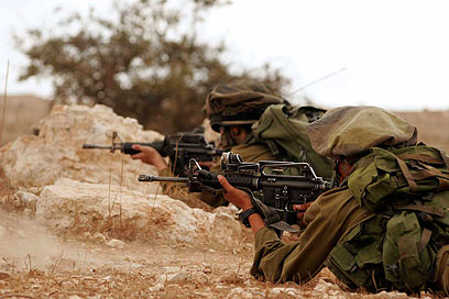 IDF paratroopers in action: (Photo: Eliad Levy)