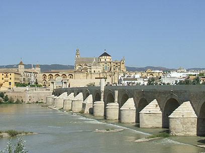 קורדובה. גשר הכניסה לעיר העתיקה (צילום: יואב גלזנר) (צילום: יואב גלזנר)