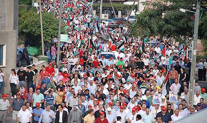 קריאות נגד אהוד ברק. אלפים הפגינו בסכנין  (צילום: סאמי חמיד, זום אאוט הפקות ) (צילום: סאמי חמיד, זום אאוט הפקות )