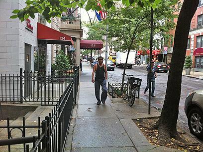ניו יורק פינת ראש העין. יואב יצחק ברחובות מנהטן (צילום: אבי שושן) (צילום: אבי שושן)