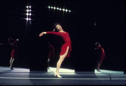 נעליים אדומות היה תחילתו של המסע להגשמת החלום (צילום: צילום קורוס ליין - פיל מרטין ) (צילום: צילום קורוס ליין - פיל מרטין )