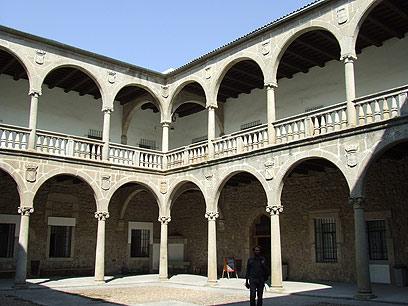 ארמון הדוכס הוא בית ספר תיכון (צילום: יואב גלזנר) (צילום: יואב גלזנר)