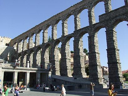 יצירה רומאית אדירת מימדים. האקוודוקט בסגוביה  (צילום: יואב גלזנר) (צילום: יואב גלזנר)