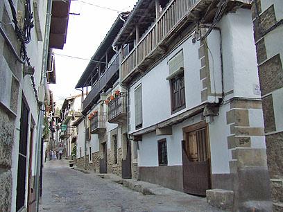 בתי העיירה נבנו לשרת את תעשיית הבשר. קאנדלריו (צילום: יואב גלזנר) (צילום: יואב גלזנר)