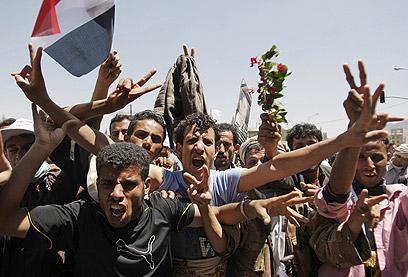 קרבות קשים בדרום, הפגנות מחאה נגד הנשיא סאלח בצנעא (צילום: AP) (צילום: AP)