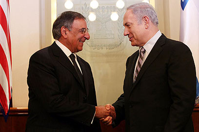 Panetta with PM Netanyahu in Israel on Monday (Photo: Gil Yohanan)