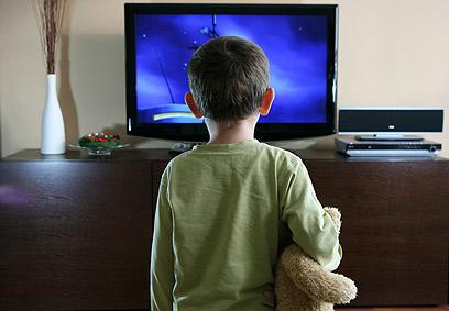 """טלוויזיה חדשה? 10 ס""""מ יספיקו (צילום: shutterstock) (צילום: shutterstock)"""