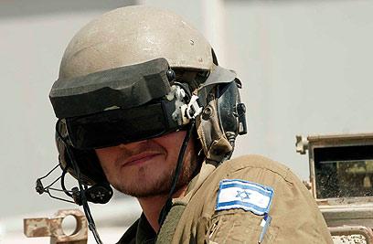 חייל במהלך תרגיל בסימולטור (צילום: אליעד לוי) (צילום: אליעד לוי)