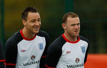 וויין רוני וג'ון טרי. לנבחרת אנגליה לא חסרות צרות (צילום: רויטרס) (צילום: רויטרס)
