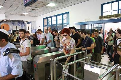 שכר בכירי הרכבת עלה, הנוסעים קצת פחות מרוצים (צילום: אבי מועלם) (צילום: אבי מועלם)