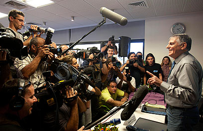"""מסיבת עיתונאים צפופה ושכטמן """"המחנך"""", היום בטכניון (צילום: AP) (צילום: AP)"""