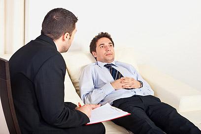 מגוון מרחבי טיפול: בווידאו צ'ט, באימייל ובאתרי אינטרנט (צילום: shutterstock) (צילום: shutterstock)