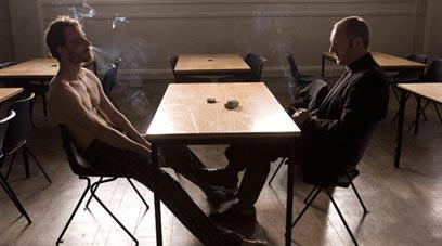 """ליאם קאנינגהם ומייקל פאסבנדר בדיאלוג המושחז ב""""רעב"""" ()"""