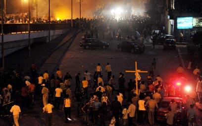קהיר. רבים מהמפגינים נשאו צלבים ותמונות של מריה וישו (צילום: EPA) (צילום: EPA)