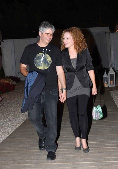 הז'קט נשאר ביד. אורי וילנאי וגיא מרוז (צילום: ענת מוסברג)