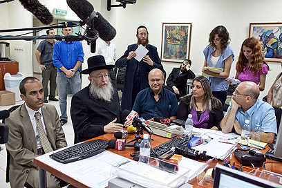 """מסיבת העיתונאים בחדר המצב. """"כל פסיק בהסכם יקוים"""" (צילום: נועם מושקוביץ) (צילום: נועם מושקוביץ)"""