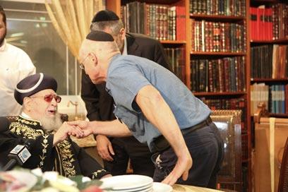 לא מקרי. הפגישה הראשונה של נועם אחרי הידיעה על השחרור (צילום: אוהד צויגנברג)