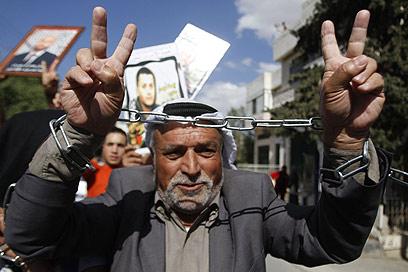 חוגגים את השחרור הממשמש ובא של האסירים בבית לחם (צילום: AFP) (צילום: AFP)