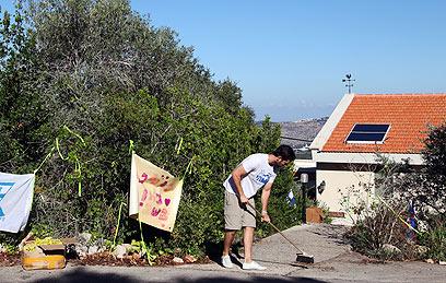 מחכים לגלעד ובינתיים מכינים את הבית (צילום: אבישג שאר-ישוב) (צילום: אבישג שאר-ישוב)