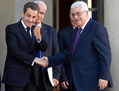 Abbas and Sarkozy in Paris (Photo: EPA)
