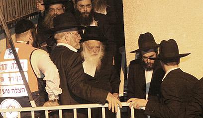 הרב חיים קנייבסקי יוצא ללוויה   (צילום: מאיר אלפסי, כיכר השבת) (צילום: מאיר אלפסי, כיכר השבת)