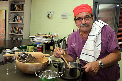 """משתדל להימנע ממאכלים שומניים. ד""""ר דוד גולדשטיין (צילום: עופר עמרם) (צילום: עופר עמרם)"""