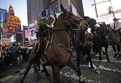 סוסים גויסו כדי לפנות מפגינים בכוח (צילום: AFP) (צילום: AFP)