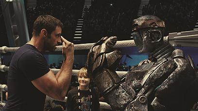 האב, הבן והרובוט. השילוש הקדוש בזירה ()