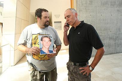"""רון קרמן ויוסי צור בבית המשפט. דורשים גם פיצויים (צילום: אלעד גרשגורן, """"ידיעות אחרונות"""") (צילום: אלעד גרשגורן,"""
