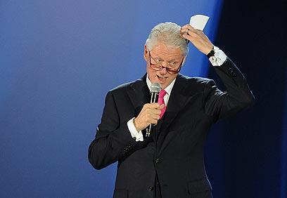 קלינטון אובד עצות לאחר הופעת הליידי (צילום: AFP) (צילום: AFP)