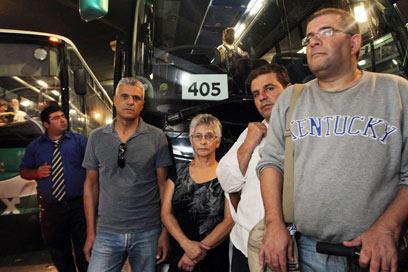 נפגעי קו 405, רובם היו מצביעים נגד העסקה (צילום: גיל יוחנן) (צילום: גיל יוחנן)