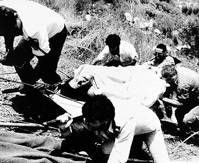 """זירת הפיגוע ב-1989, """"עברתי ליד המקום והזדעזעתי""""  (צילום: AP) (צילום: AP)"""