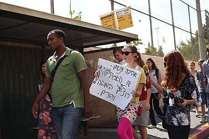 הצעדה. לא הורשו להכניס דבר למשרד ראש הממשלה (צילום: אוהד צויגנברג) (צילום: אוהד צויגנברג)
