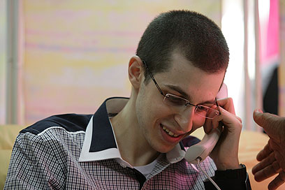 Gilad Shalit on the phone with his parents (Photo: IDF Spokesman)
