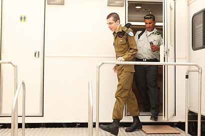 Shalit puts on IDF uniform (Photo: IDF Spokesman)